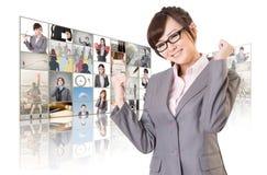 Жизнерадостная азиатская женщина дела стоковые фотографии rf