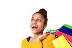 Жизнерадостная африканская девушка с хозяйственными сумками Стоковые Изображения