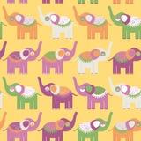 Жизнерадостная безшовная картина с слонами Фиолетовый апельсин, зеленый Стоковые Изображения