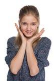 Жизнерадостная девушка preteen против белизны Стоковое Фото