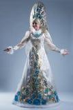 Жизнерадостная женщина в роскошном традиционном костюме Стоковое Фото