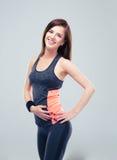 Жизнерадостная женщина фитнеса смотря камеру Стоковые Фото
