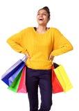 Жизнерадостная красивая женщина с хозяйственными сумками Стоковое Фото