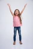 Жизнерадостная маленькая девочка с эмоциями выражения Стоковое Изображение