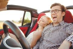 Картинки по запросу молодая жизнерадостная пара