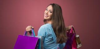 Жизнерадостная покупка женщины Стоковые Фотографии RF
