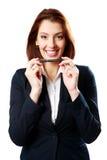 Жизнерадостная ручка удерживания женщины коммерсантки стоковое фото rf