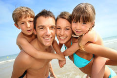Жизнерадостная семья в временени Стоковые Фотографии RF