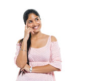 Жизнерадостная думая индийская женщина стоковые изображения rf