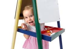 Жизнерадостно шаловливая маленькая девочка стоковое изображение rf