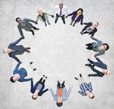 Жизнерадостные бизнесмены держа руки формируя круг Стоковые Изображения RF