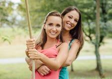 Жизнерадостные девушки на парке Стоковое Изображение
