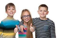 Жизнерадостные дети стоят совместно Стоковое Изображение