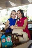 Жизнерадостные женщины с хозяйственными сумками в автомобиле с откидным верхом Стоковое фото RF