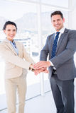 Жизнерадостные коллеги дела соединяя руки совместно Стоковые Фото