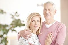 Жизнерадостные старшие пары имея потеху совместно Стоковая Фотография