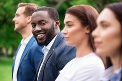 Жизнерадостные усмехаясь коллеги стоя снаружи Стоковое Изображение