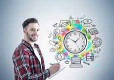 Жизнерадостный бизнесмен с плановиком, контроль времени Стоковая Фотография RF