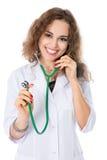 Жизнерадостный доктор девушки при стетоскоп смотря к стороне. Стоковая Фотография