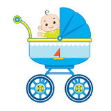Жизнерадостный ребёнок в ее детской дорожной коляске Стоковое Фото