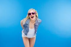 Жизнерадостный стильный женский подросток Стоковые Фотографии RF