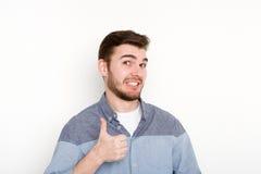 Жизнерадостный человек показывая как, жест большого пальца руки-вверх Стоковая Фотография
