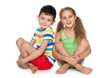 2 жизнерадостных дет на белизне Стоковые Фото