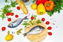 1 жизнь все еще Питание Овощи, хлеб и рыбы Стоковое Изображение RF