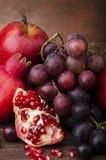 1 жизнь все еще Цвета и вкусы с плодоовощ осени Стоковое фото RF