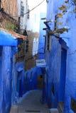 Жизнь в Chefchaouen Medina, Марокко стоковая фотография rf