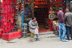 Жизнь непальца в улице Thamel в Катманду, Непале Стоковые Изображения