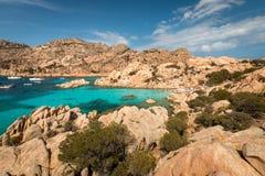 Жизнь пляжа на Spiaggia Cala Coticcio Стоковое Изображение RF
