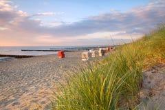 Жизнь пляжа на заходе солнца Стоковое Изображение RF