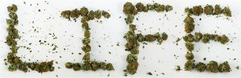 Жизнь сказанная по буквам с марихуаной стоковая фотография