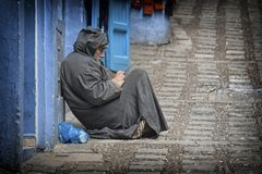 Жизнь улицы в голубом городе Chefchaouen, Марокко Стоковые Изображения RF