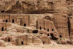 Жилища пещеры в древнем городе Petra, розовом городе, Джордане Стоковая Фотография