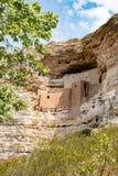 Жилища скалы на национальном монументе замка Montezuma Стоковые Изображения