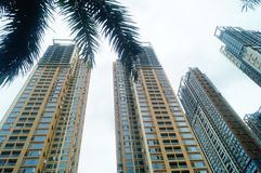 Жилое высокое здание как раз было завершено стоковые изображения rf
