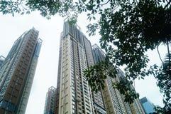 Жилое высокое здание как раз было завершено стоковые фото