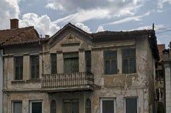 Жилой район старых македонских домов в городке Delchevo, Македонии стоковые фото