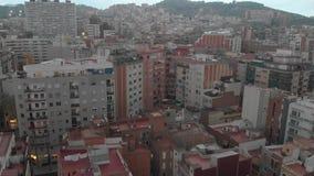Жилой район Sants-Montjuic вида с воздуха от вертолета Барселона акции видеоматериалы