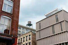 Жилые дома в зоне DUMBO в Нью-Йорке стоковое изображение