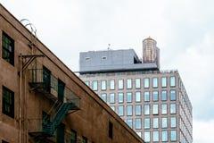 Жилые дома в зоне DUMBO в Нью-Йорке стоковые фотографии rf