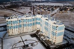 Жилые пестротканые многоэтажные здания домов Воздушное фотографирование с quadcopter стоковые изображения