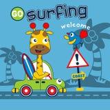 Жираф идет к серфингу смешного животного мультфильма, иллюстрации вектора стоковое фото rf
