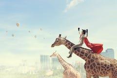 Жираф седловины девушки Мультимедиа Стоковая Фотография RF