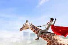 Жираф седловины девушки Мультимедиа Стоковое Изображение RF