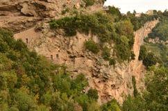 Жилища скалы вдоль побережья Амальфи в Италии Стоковая Фотография RF