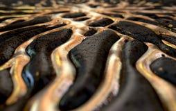 Жидкое золото просачиваясь из утеса Стоковая Фотография RF