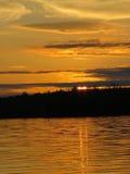 Жидкостный заход солнца золота Стоковые Фотографии RF